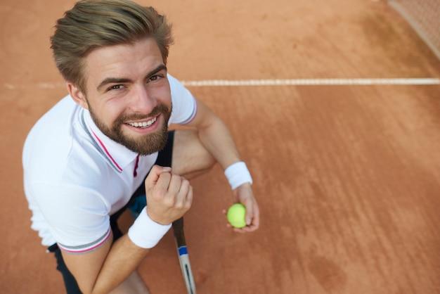 Tennisser poseren