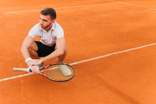 Tennisspeler die een spel verliest