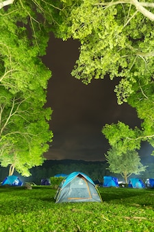 Tent op het gazon