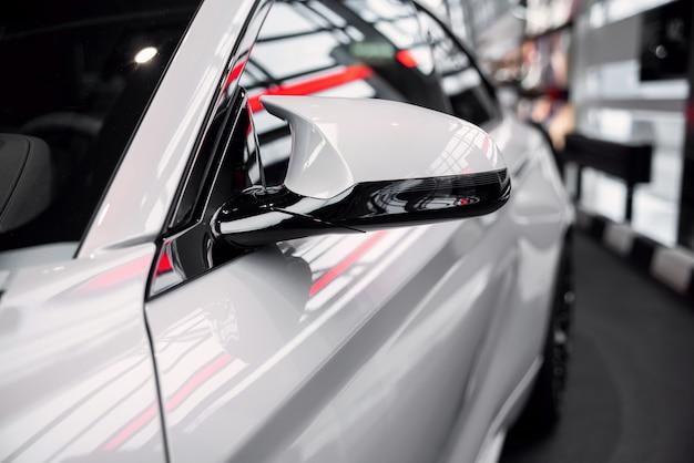 Tentoonstelling van nieuwe automodellen in bmw welt.
