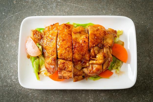 Teppanyaki teriyaki kipsteak met kool en wortel