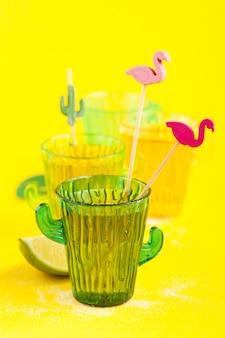 Tequila in cactusglas met limoenen