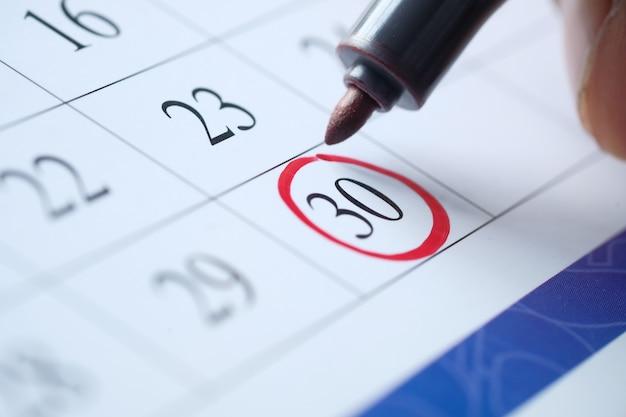 Termijn concept met rode markering op kalenderdatum.