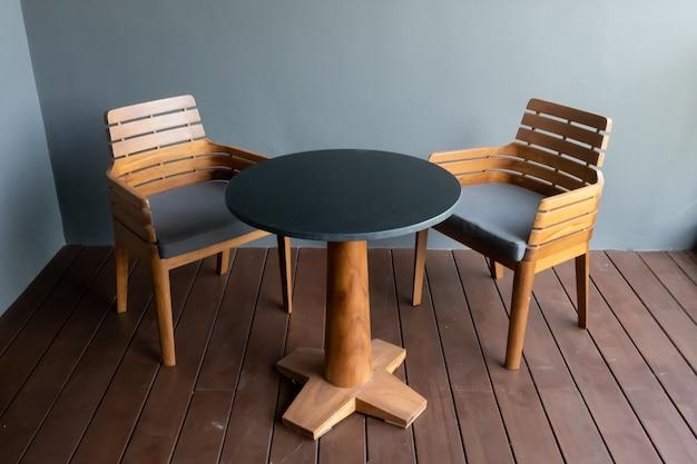 Terras dek en stoelen