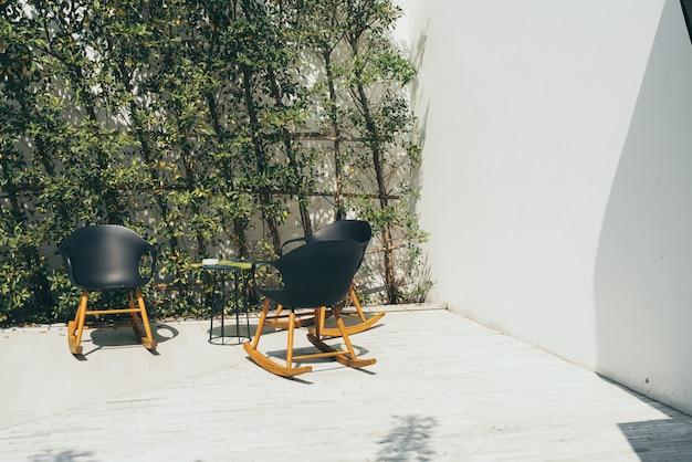 Terras en stoel
