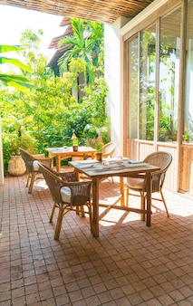 Terrastafel en stoel of buiten eettafel dining