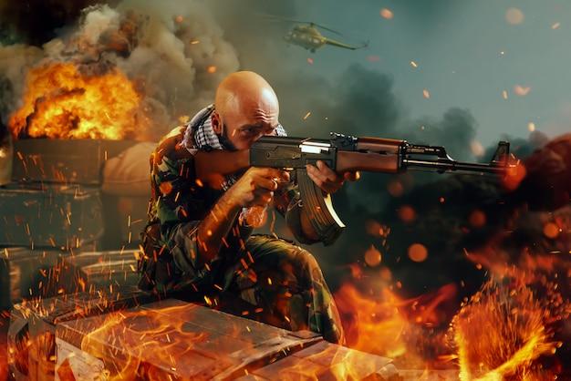 Terrorist schiet uit een geweer, allemaal in brand