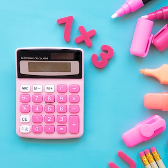 Terug naar school concept met rekenmachine