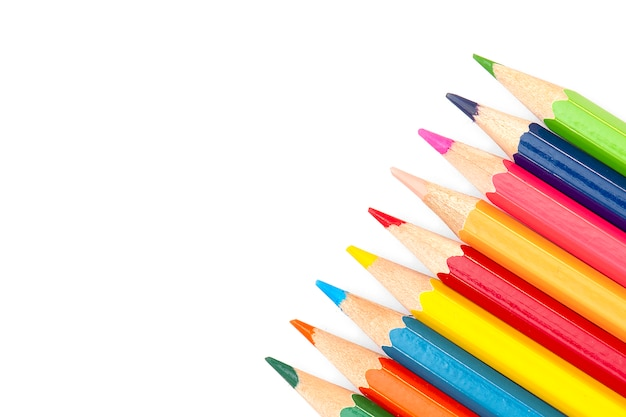 Terug naar school - kleurpotloden geïsoleerd op een witte achtergrond,