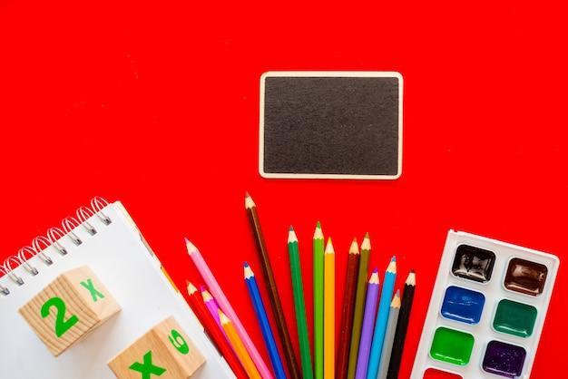 Terug naar school kleurrijk schoolbord