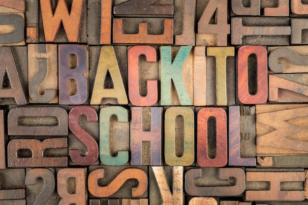 Terug naar school woorden in boekdruk blokken