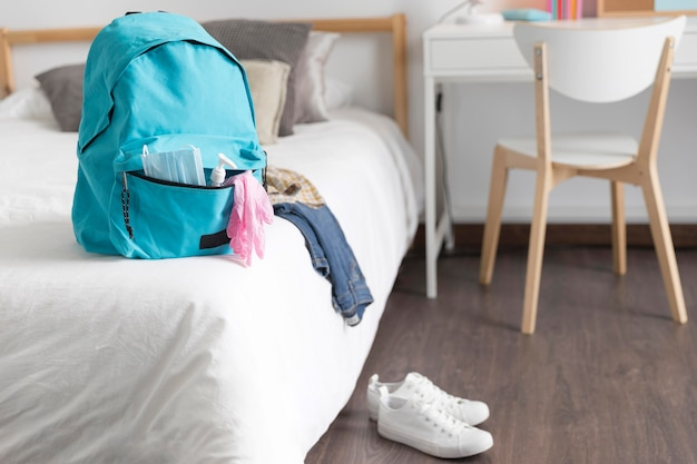 Terug naar schoolbenodigdheden in nieuwe normale tijden met exemplaarruimte