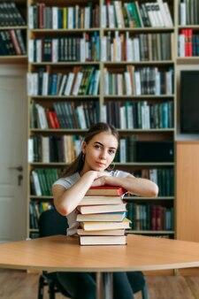 Terug naar schoolbibliotheek concept