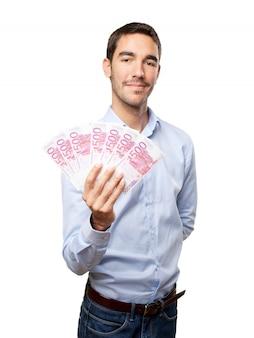 Tevreden jonge man met veel geld