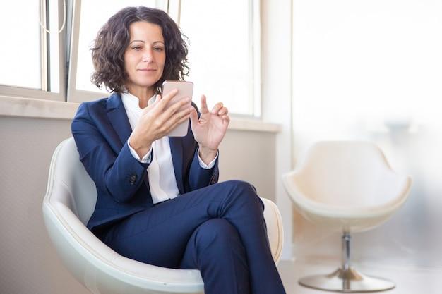 Tevreden klant met webpagina's voor mobiel browsen