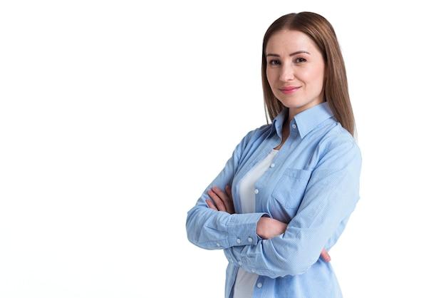 Tevreden klant van online levering zijwaarts staan en glimlachen