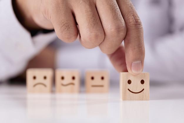 Tevredenheidsonderzoek concept de beste uitstekende zakelijke dienstverlening die klantervaring beoordeelt