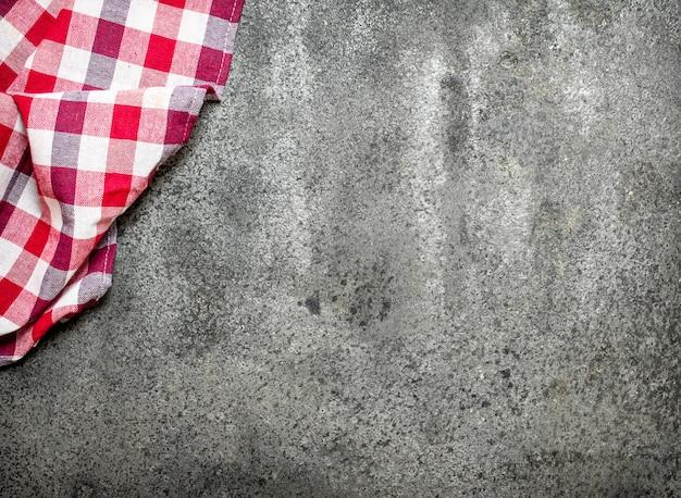 Textiel servet op stenen bord