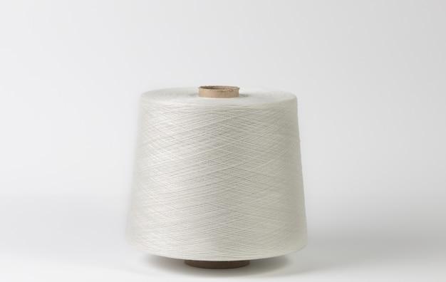 Textiel witte rollen geïsoleerde witte achtergrond.