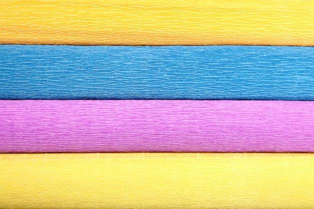 Texture bestaat uit vier rollen golfpapier in verschillende kleuren.