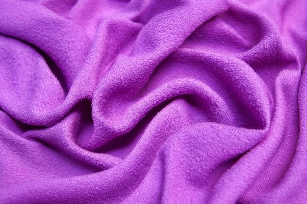 Textuur, achtergrond, ontwerp, lila stof, keperstof. dunne stof met diagonaal weven van draden.