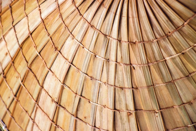 Textuur van aziatische kegelhoeden in de herinneringsmarkten van toeristen in thailand