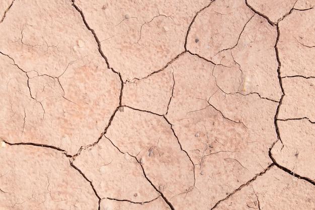 Textuur van droge geknapperd grondvuil of aarde tijdens droogte.