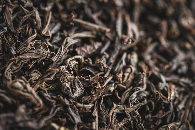 Textuur van droge zwarte theebladeren