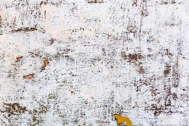 Textuur van een betonnen muur met scheuren en krassen