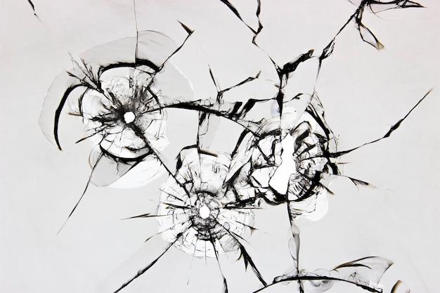 Textuur van gebarsten gebroken glas op een wit oppervlak