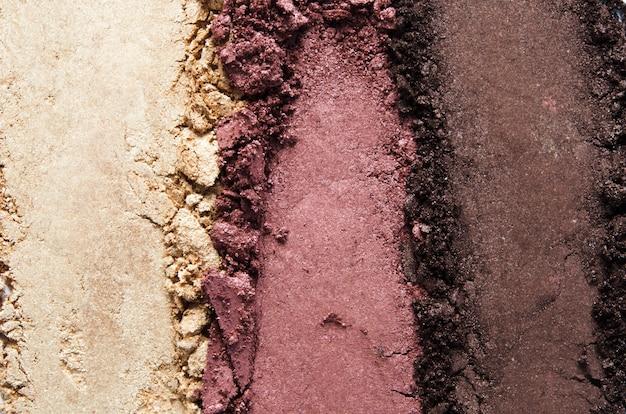 Textuur van gebroken oogschaduw of poeder. het concept van mode- en schoonheidsindustrie. detailopname. - afbeelding