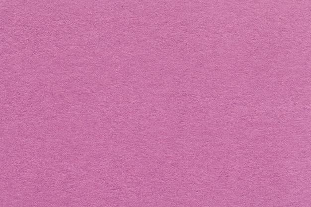 Textuur van oude donkere roze document close-up