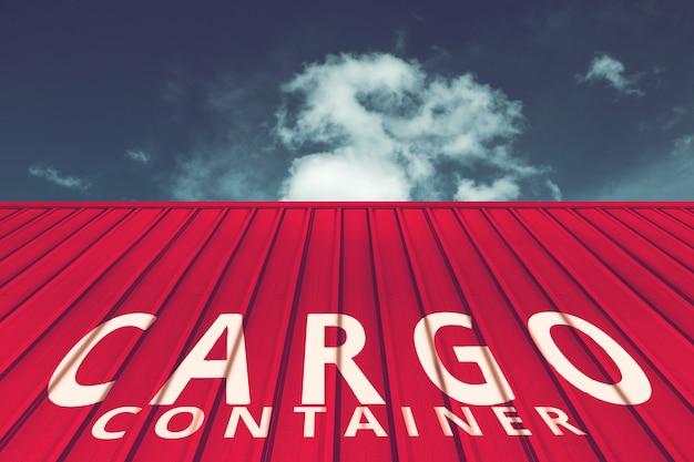 Textuur van rode vrachtschipcontainer die met blauwe hemel wordt gevestigd