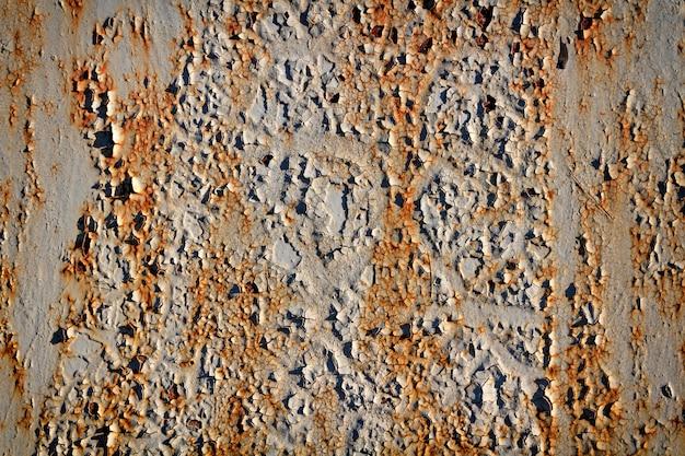 Textuur van schilverf op een roestige metaaloppervlakte.