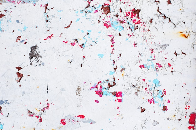 Textuur van vintage roestige grijze ijzeren muur met vele lagen verf en roest