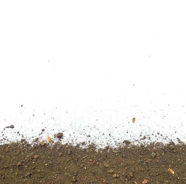 Textuur vuile aarde of bodem op wit