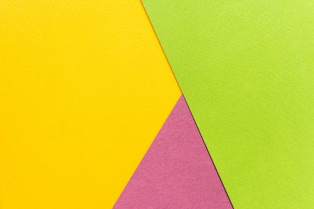 Textuurpapier geel, groen en paars.