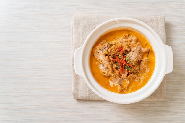 Thai meal kit panang curry met varkensvlees - thais eten