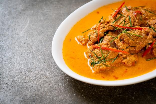 Thai meal kit panang curry met varkensvlees. thaise eetstijl