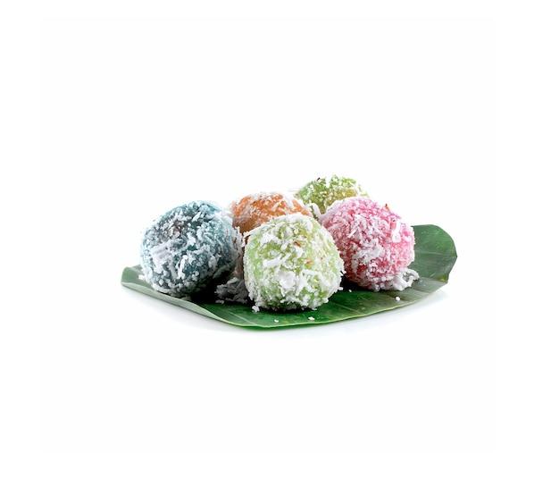 Thais dessert, gekookte snoepjes op witte achtergrond