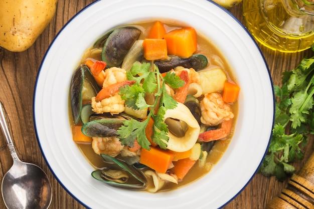 Thais eten: curry zeevruchten, curry inktvis, curry mosselen, curry garnalen