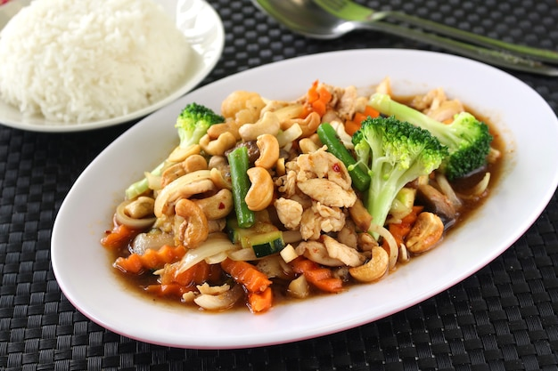 Thais eten, kip met cashewnoten