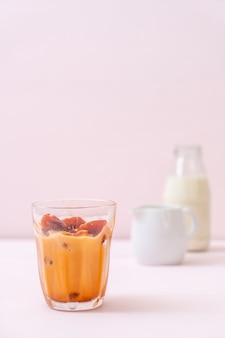 Thais theeijsblokje met melk
