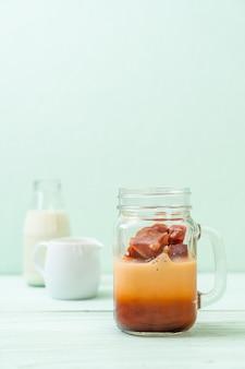 Thais theeroomijs met melk