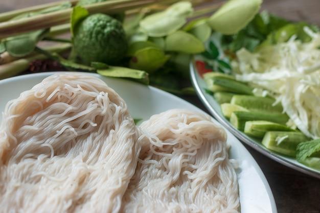 Thais traditioneel voedsel, noedels, en kokende ingrediënten