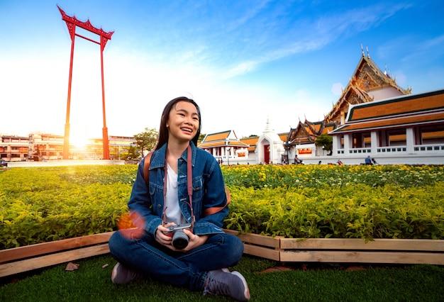 Thaise dame reizen in de stad bangkok