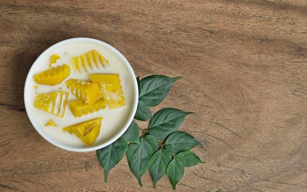 Thaise dessertpompoen in kokosmelk