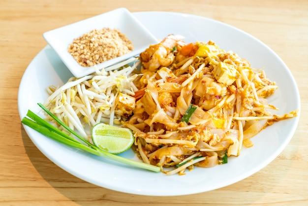 Thaise gebakken rijstnoedel met garnalen en garnalen