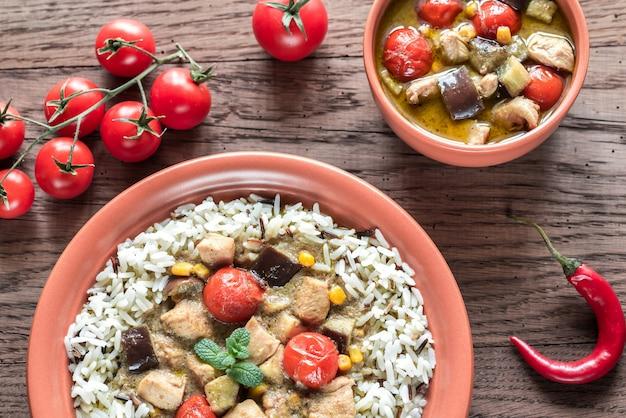 Thaise groene kip curry met een mix van witte en wilde rijst