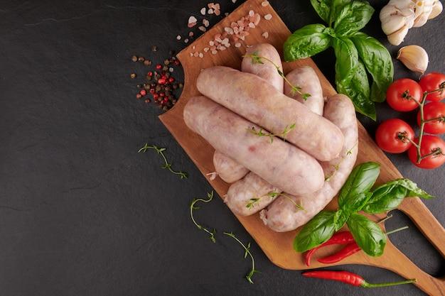 Thaise isaan worst. e-sarn worstjes, huisgemaakte zure worstjes met thaise kruiden, groenten (sai krawk e-san).